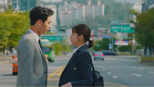 ▲▼《你也是人類嗎?》第五集,徐康俊飾演的機器人「南信3號」獻出初吻。(圖/翻攝自KBS)