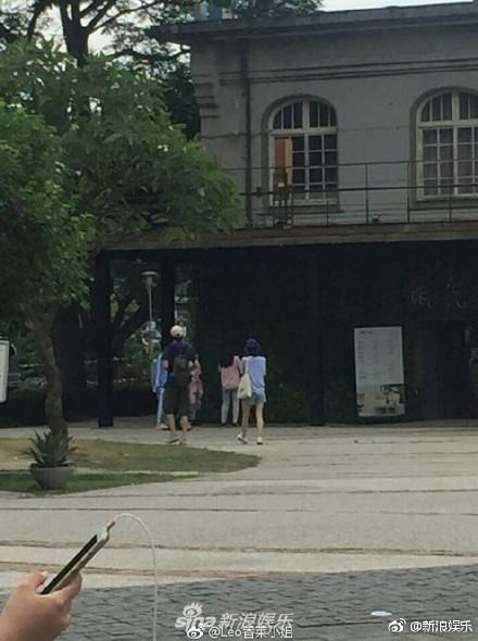 ▲林更新王麗坤同遊台北。(圖/翻攝《新浪娛樂》微博)