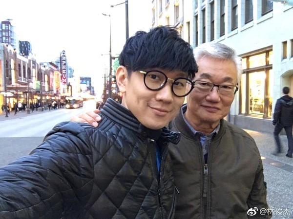 林俊傑祝爸父親節快樂。(圖/翻攝自林俊傑微博)