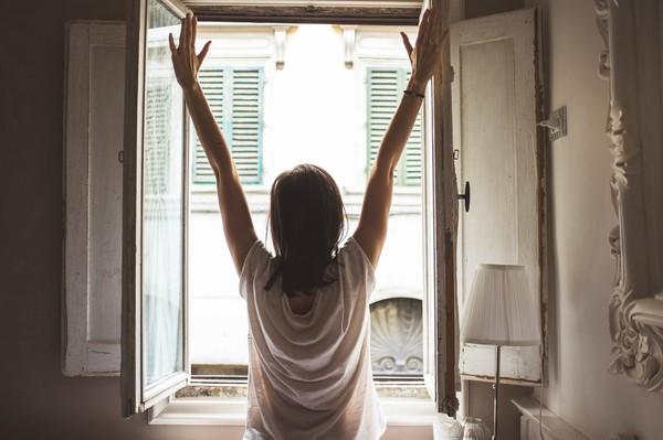 开启一整天的好心情 早上起床后应避免做的4件事