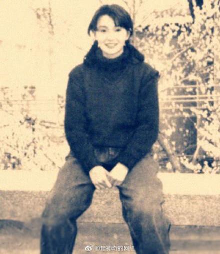 ▲張曼玉25歲嫩照曝光。(圖/翻攝自「最神奇的網紅」微博)