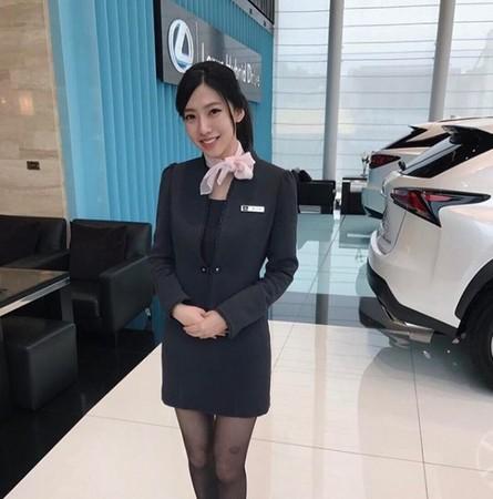 ▲鄉民激推的女神級的汽車接待員。(圖/翻攝自IG)