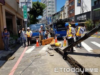 台南路面塌陷 20年以上老管線釀禍