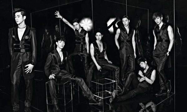 「100%」2012年由SBS電視台綜藝節目《TEEN TOP 的走紅100%》中出道,隔年還曾推出標榜歌唱為主的子團「100% V」。(TOP Media提供)