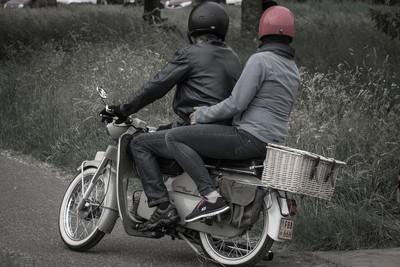 脫魯必學「騎車載妹」8個貼心暖舉!天冷霸氣抓手放口袋