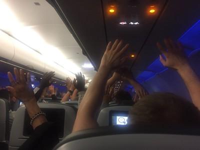 捷藍航空傳劫機 警車圍繞乘客嚇瘋