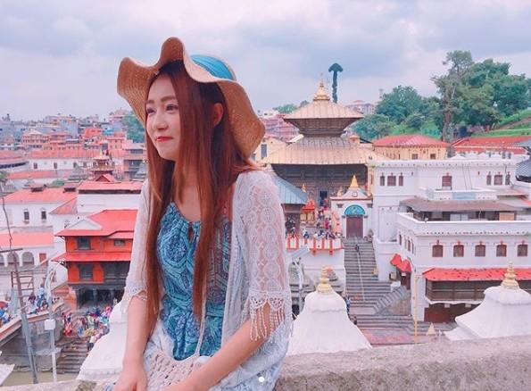 ▲▼丫頭尼泊爾闖禍! 「一屁股坐下」她瞬間囧臉:賠錢了。(圖/翻攝自丫頭Instagram)
