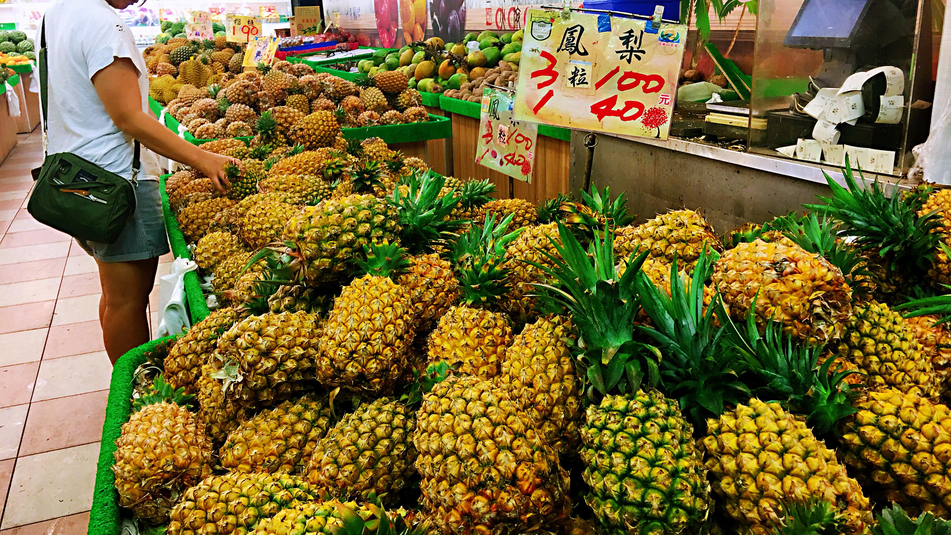 ▲▼鳳梨,水果,水果攤,果農,一日五蔬果。(圖/記者姜國輝攝)