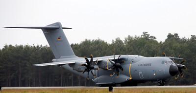 西班牙甩賣A-400M交換南韓T-50