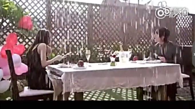 ▲▼《公主小妹》大雨約會。(圖/翻攝自微博秒拍)