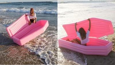 獨角獸泳圈不稀奇 最新時尚「粉紅棺材」泳圈才吸睛 黑色幽默引熱潮