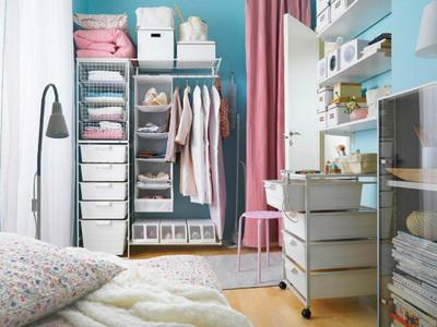 牆面=大空間!小資女收納4重點 用置物層架將衣物通通藏起來