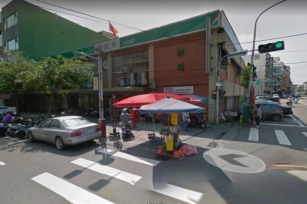 ▲▼台中東勢一名棉花糖阿伯,擺攤已經30年,卻被檢舉開罰單。(圖/翻攝自Google街景)
