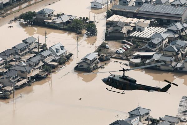 暴雨轟炸西日本時…安倍晉三還在跟高官開心暢飲 無視氣象警報 | ETtoday國際 | ETtoday新聞雲