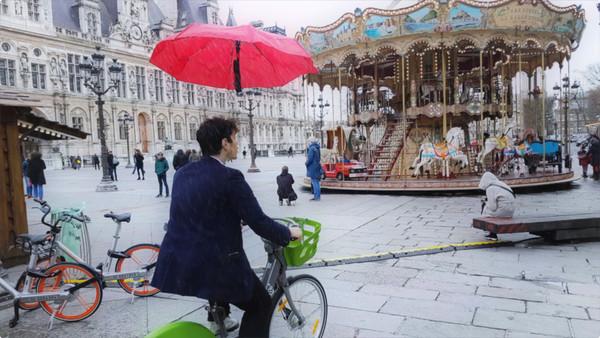 ▲漂浮雨傘DroneBrella。(圖/翻攝Youtube/Moulla)