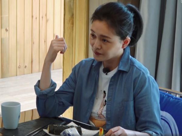 ▲大S說反「壽司」的日韓講法,被老公汪小菲糾正變臉。(圖/翻攝自《幸福三重奏》微博)