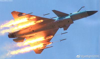 殲-10C超視距作戰壓制F-16