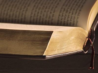 封面塗砒霜!丹麥圖書館驚藏3本「有毒文獻」 翻頁舔手指立吐白沫