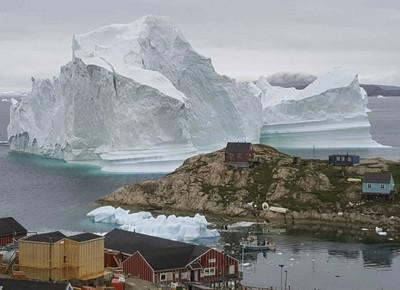 冰山漂門前 格陵蘭居民嚇壞撤村