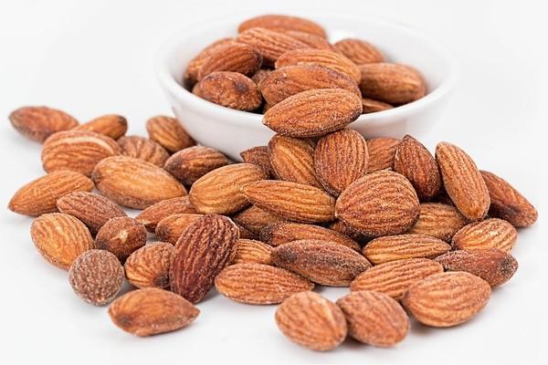 ▲▼吃堅果有益健康,但是堅果的油脂多,吃多容易變胖。(圖/取自免費圖庫pixabay)