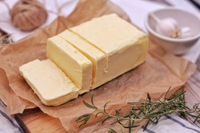 這塊乳酪臭臭der! 博物館新奇展覽品 用人類腋下、肚臍細菌做的