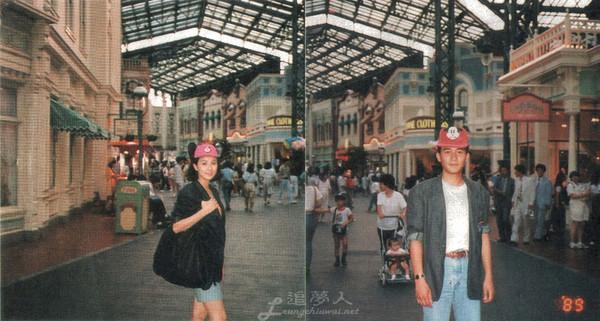 ▲梁朝偉、劉嘉玲29年前,在迪士尼約會時的親蜜舊照曝光,甜蜜模樣羨煞眾人。(圖/翻攝自微博/「追夢人梁朝偉影迷會」)