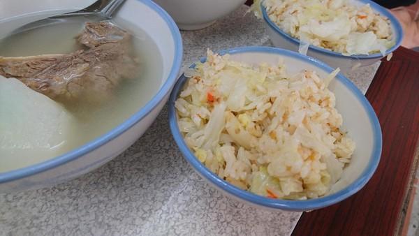 ▲▼大橋頭延三夜市原汁排骨湯、燒麻糬。(圖/老K、美姬提供)