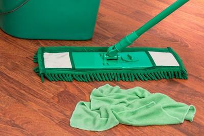 派遣清潔婦兼情色仲介 打掃時間全套交易
