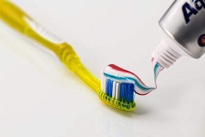 牙周病找上門! 醫教「2招」自我判斷...你刷牙會流血嗎?