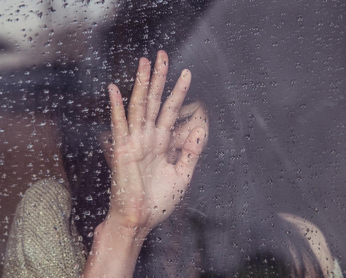 難過,憂鬱,孤單,寂寞,心情差。(圖/取自免費圖庫Pixabay)