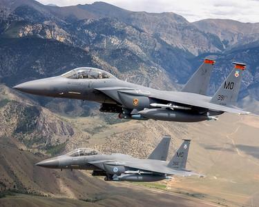 F-15「忘交接」 險撞跳傘員