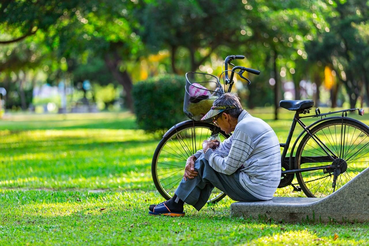 ▲▼公園,老人,養老,退休,銀髮族,白髮族。(圖/pixabay)