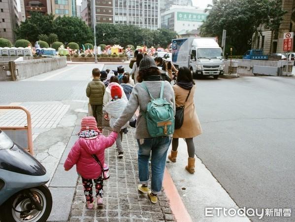 ▲▼小朋友,小孩,兒童,家長,親子,假日,休憩,兒童安全,散步,出遊。(圖/記者李毓康攝)