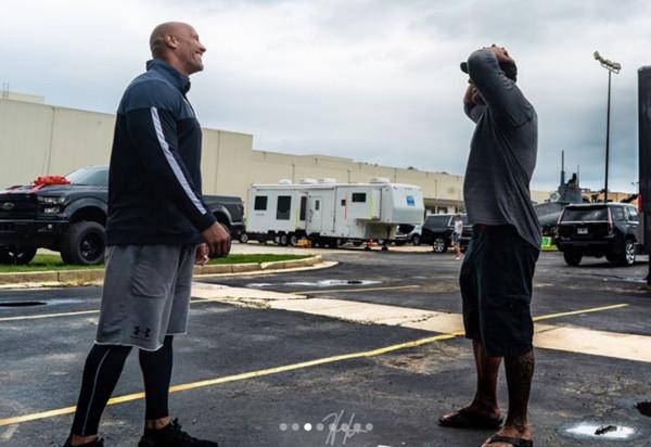 巨石強森(Dwayne Johnson)和替身Tanoai Reed。(圖/翻攝自Tanoai Reed IG)