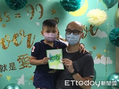 「我不想死」5歲病童抗血癌 贈出人生第一張父親節卡片