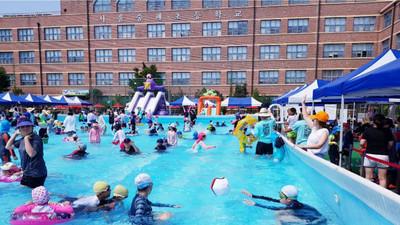 熱到沒人想出門 文化祭典出狠招招 小學秒變水上樂園
