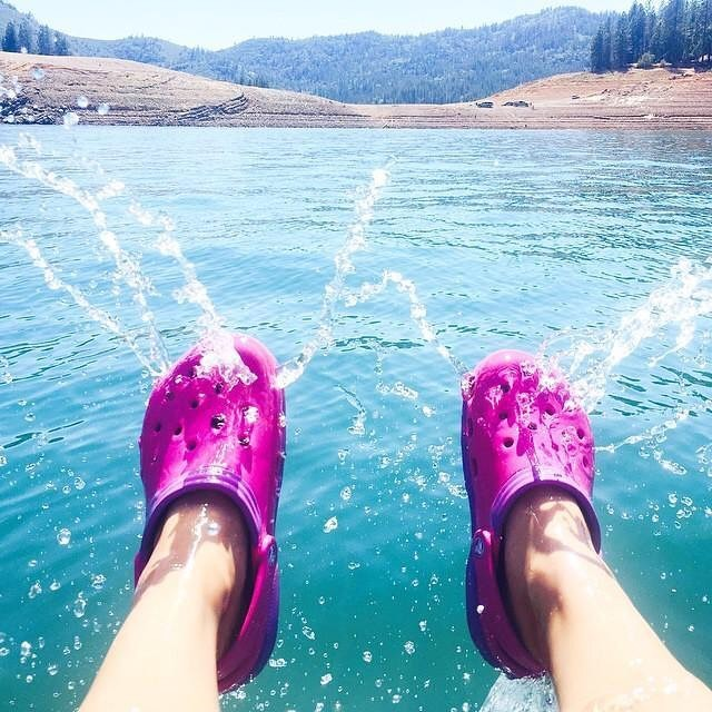 ▲Crocs鞋。(圖/翻攝Crocs官網、IG、Balenziaga官網、VOGUE、christopherkane IG、huffingtonpost)