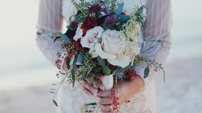 一場沒有新郎的婚禮 澳洲女嫁給了一面鏡子?隱藏「愛自己」寓意
