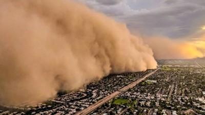 霾害1分鐘「淹沒城市」!攝影師駕直升機險被捲入,災難片真實發生
