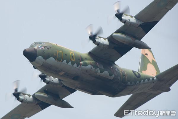 ▲▼嘉義空軍基地參訪,C-130H型機性能展示。(圖/記者季相儒攝)