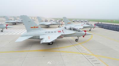 陸「獵鷹」教練機入役海軍航空兵