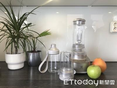 杯子能保冷 隨行杯果汁機再進化