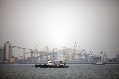 避關稅生效 美10艘貨輪奔中國
