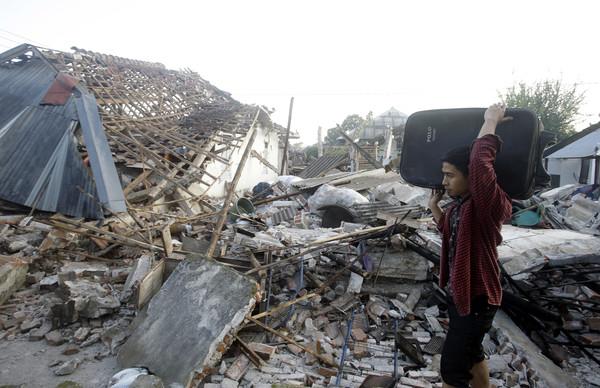 ▲ ▼ Earthquake in Indonesia, the earthquake in Lombok, Lombok. (Photo / Dazhi Image / Associated Press)