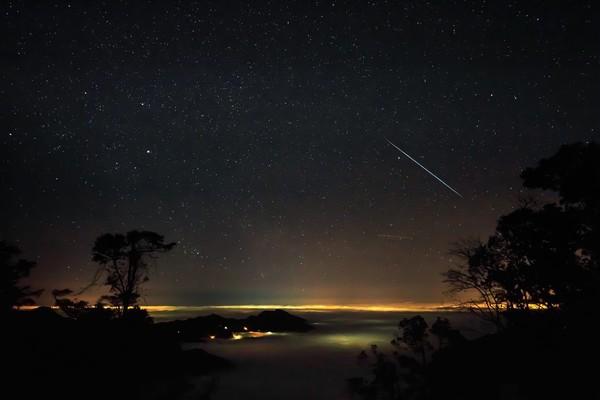 雙子座流星雨縮時攝影。(圖/時間守護者Evan Lin授權提供)