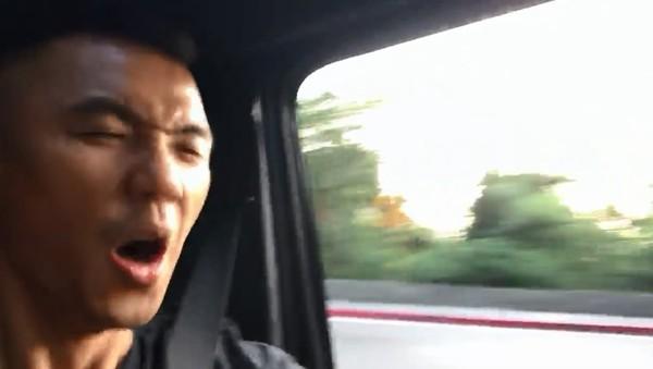 ▲▼黑人陽明山「跑山畫面」曝光! 周杰倫車上拍MV嗨翻。(圖/翻攝自Facebook/黑人 陳建州)