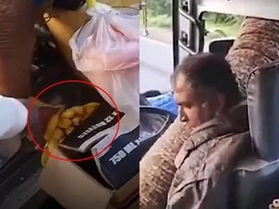 飢餓大象「擋路打劫」整台公車!司機抵抗交出香蕉 險被捲出窗外