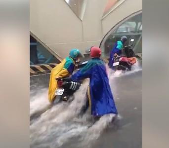 暴雨台灣大道成河流 路上盡是「水上摩托車」