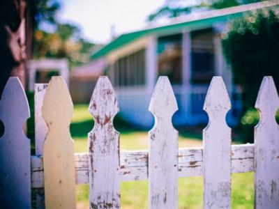 新鄰居有點神祕...google後發現是殺人犯!入住6週慘遭當地人打死