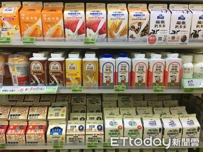 賣場買牛奶確定這件事再拿...